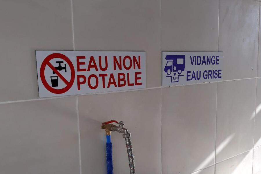 Photo Local 2 abrité vidange eau grise camping car