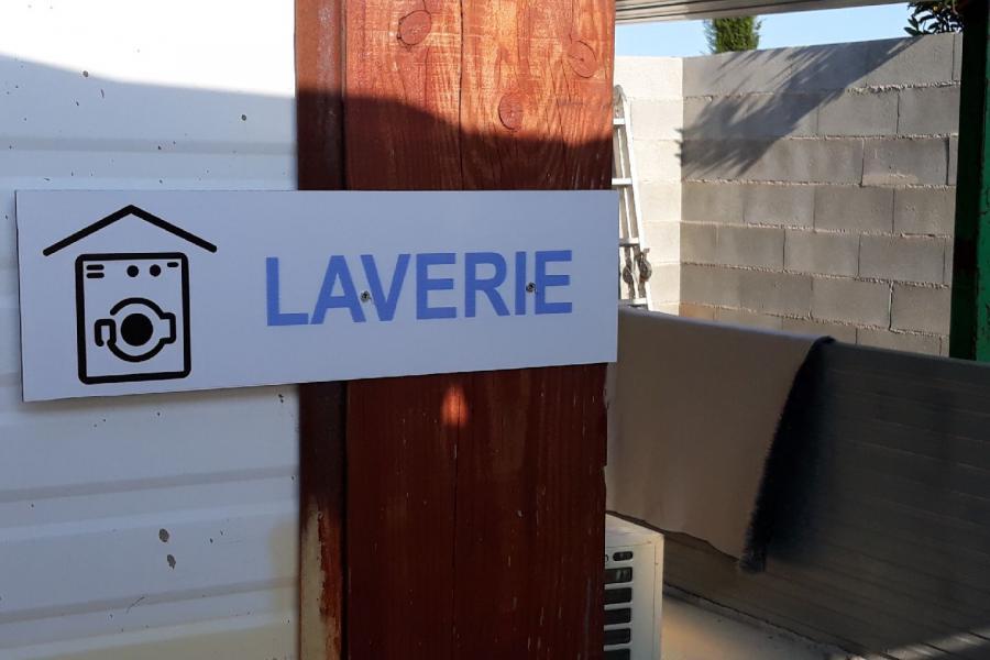 Photo Local abrité Laverie lave-linge camping car
